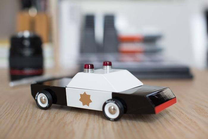 Zdjęcie Candylab Samochód Drewniany Police Cruiser