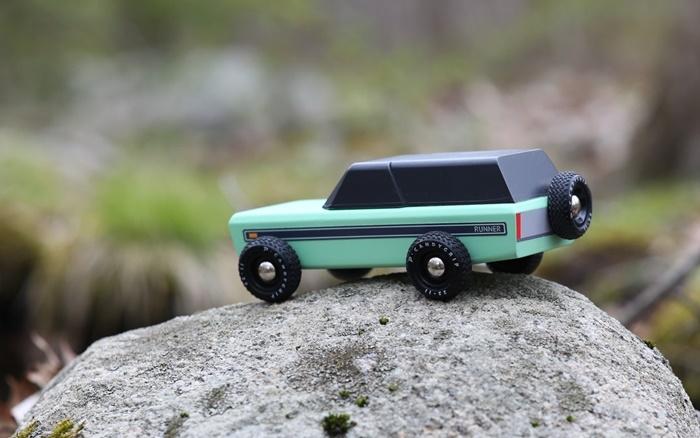 Zdjęcie Candylab Samochód Drewniany Runner